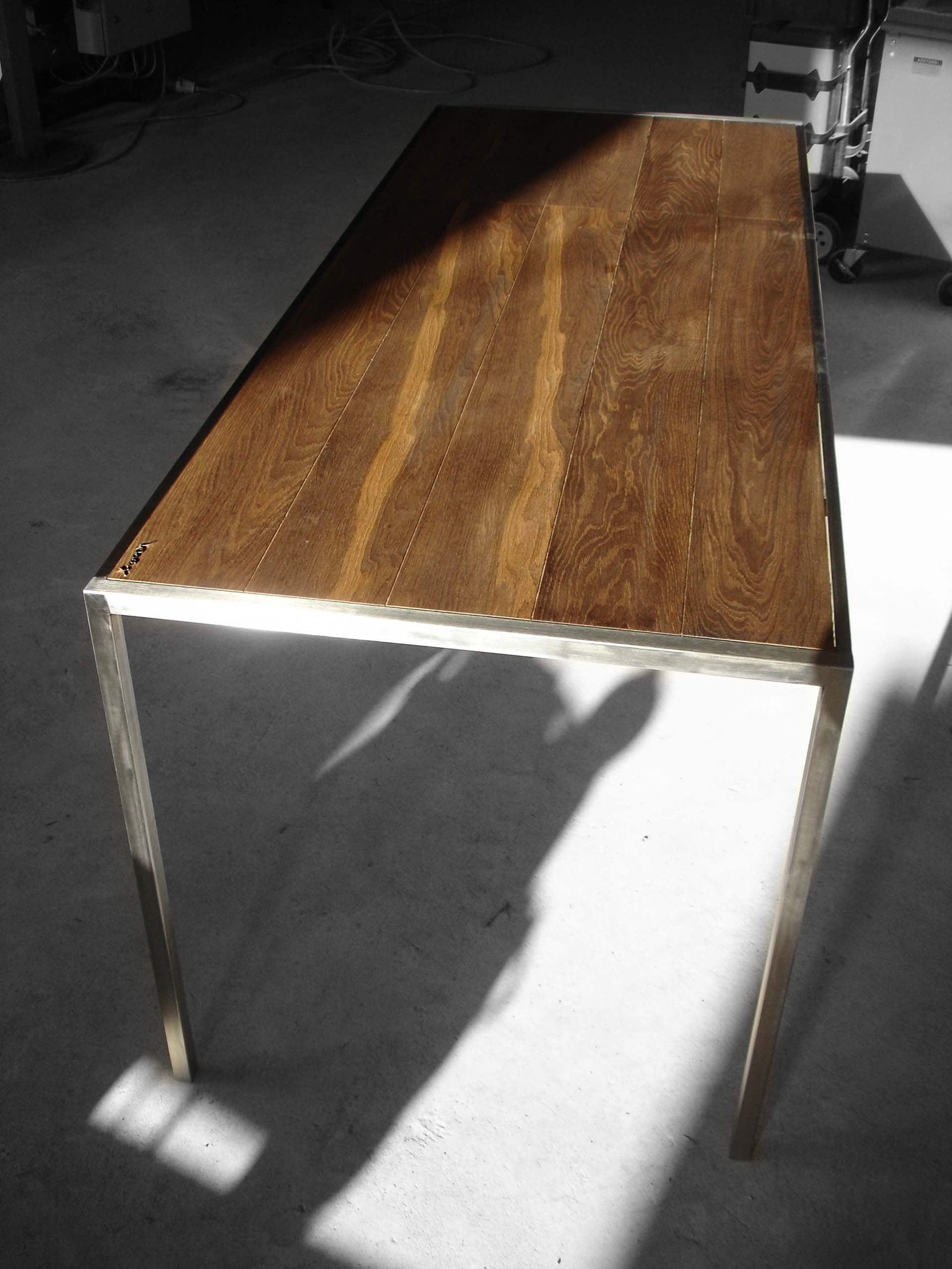 Design Tisch Dresden Nummer 1 aus Holz Metall Edel-Stahl by Sebastian Bohry timeless design