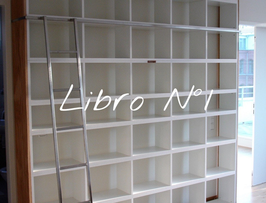 Design Bücherregal Libro Nummer 1 modular aus Holz by Sebastian Bohry timeless Design