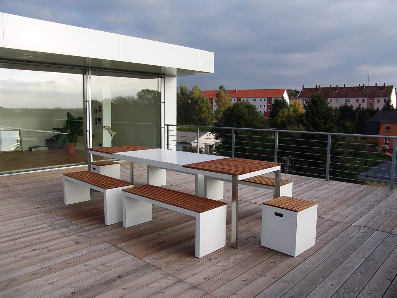 Design Tisch Sealine Nummer 2 aus Holz Metall by Sebastian Bohry