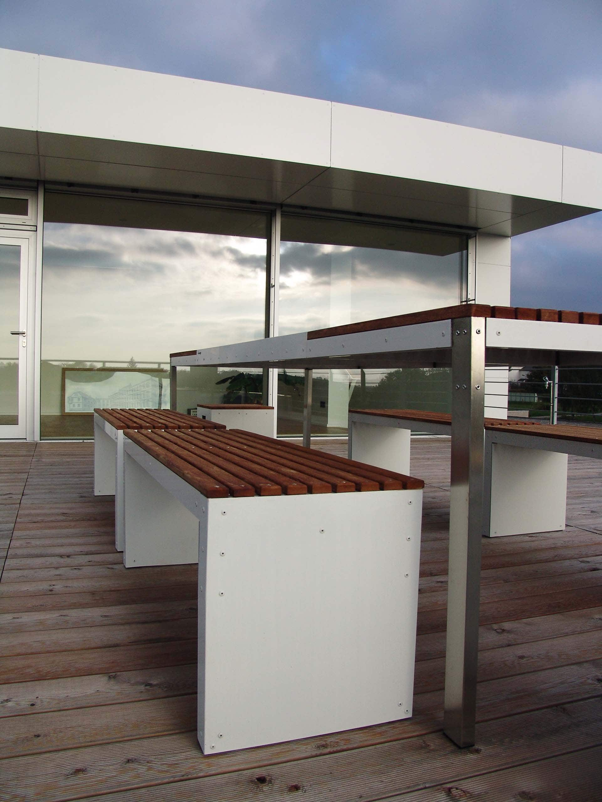 Design Tisch Sealine Nummer 2 aus Holz Edelstahl by Sebastian Bohry
