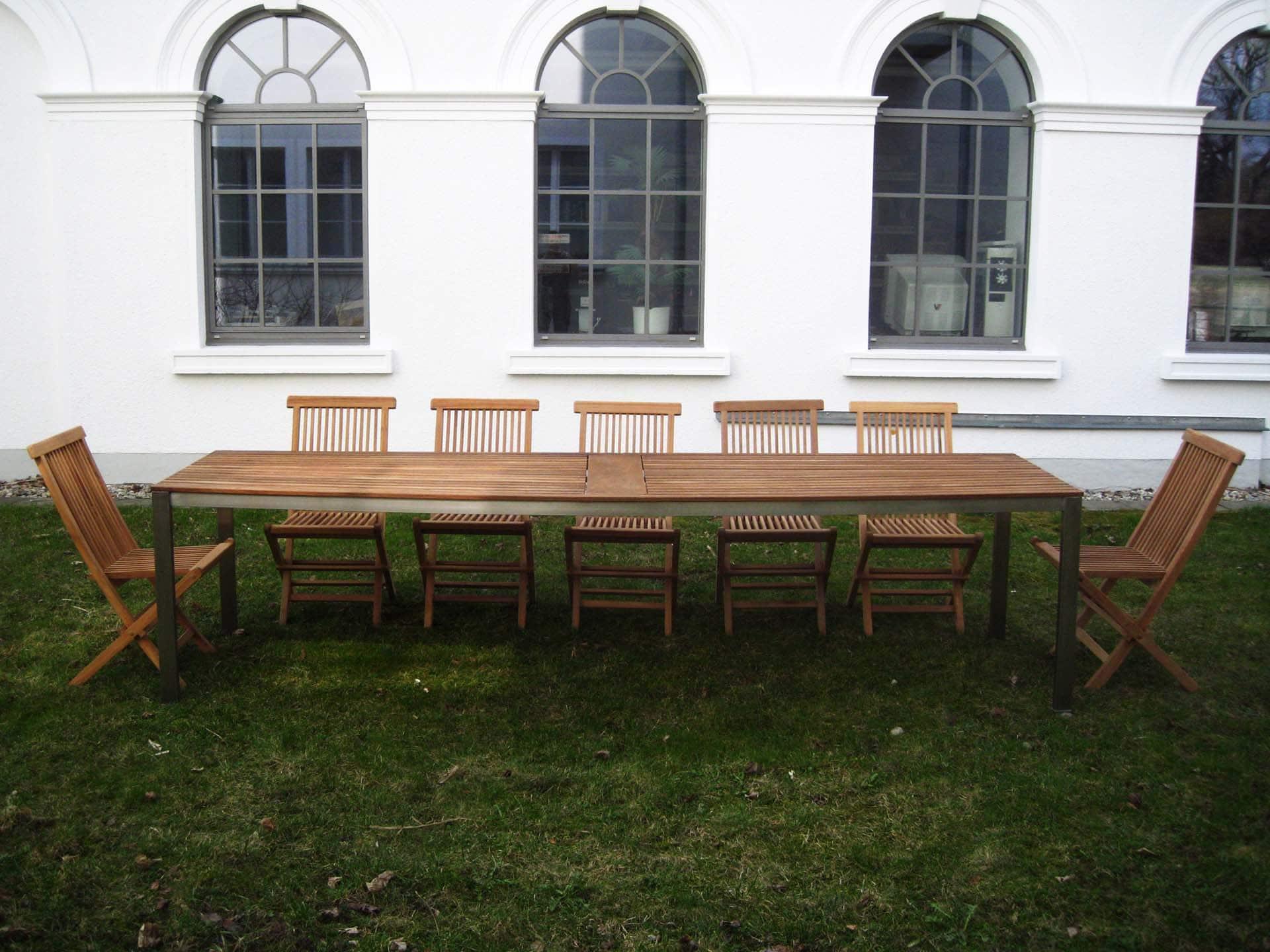 Design Tisch Sealine Nummer 4 aus Holz Metall by Sebastian Bohry