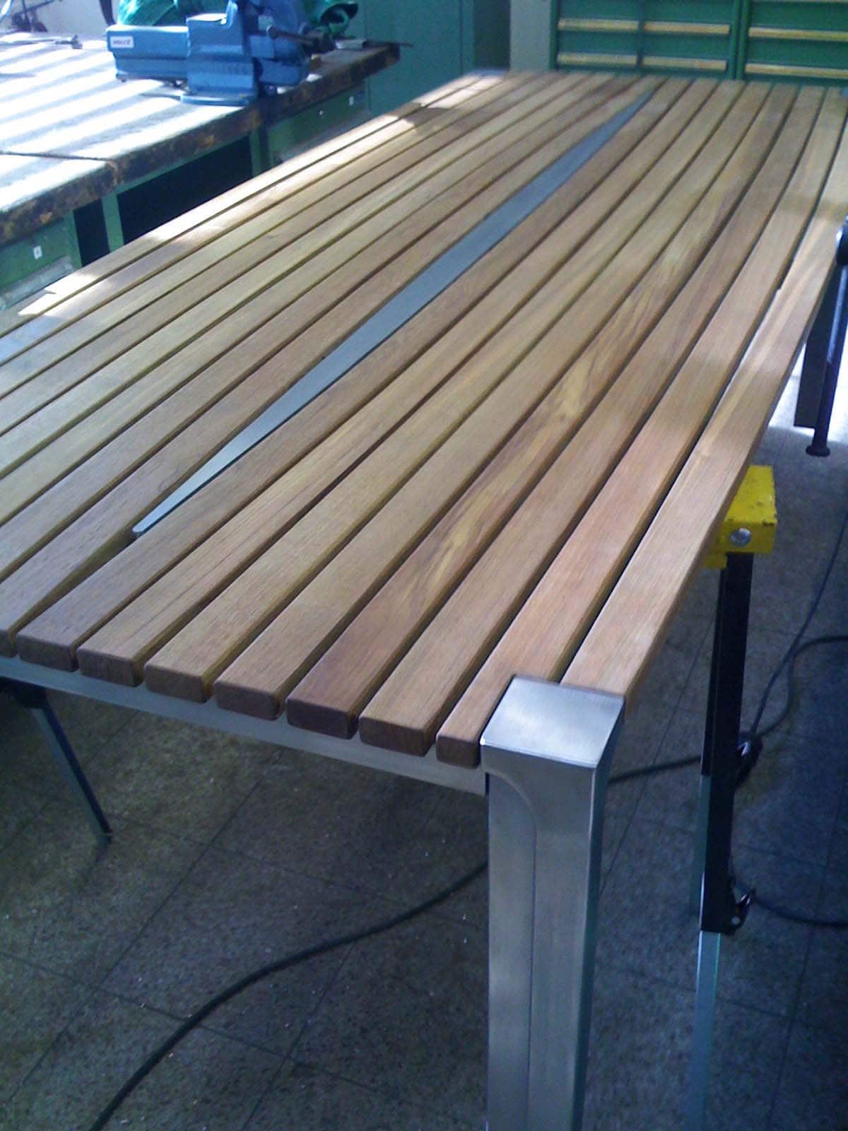 Design Tisch Sealine Nummer 5 aus Stahl Holz by Sebastian Bohry