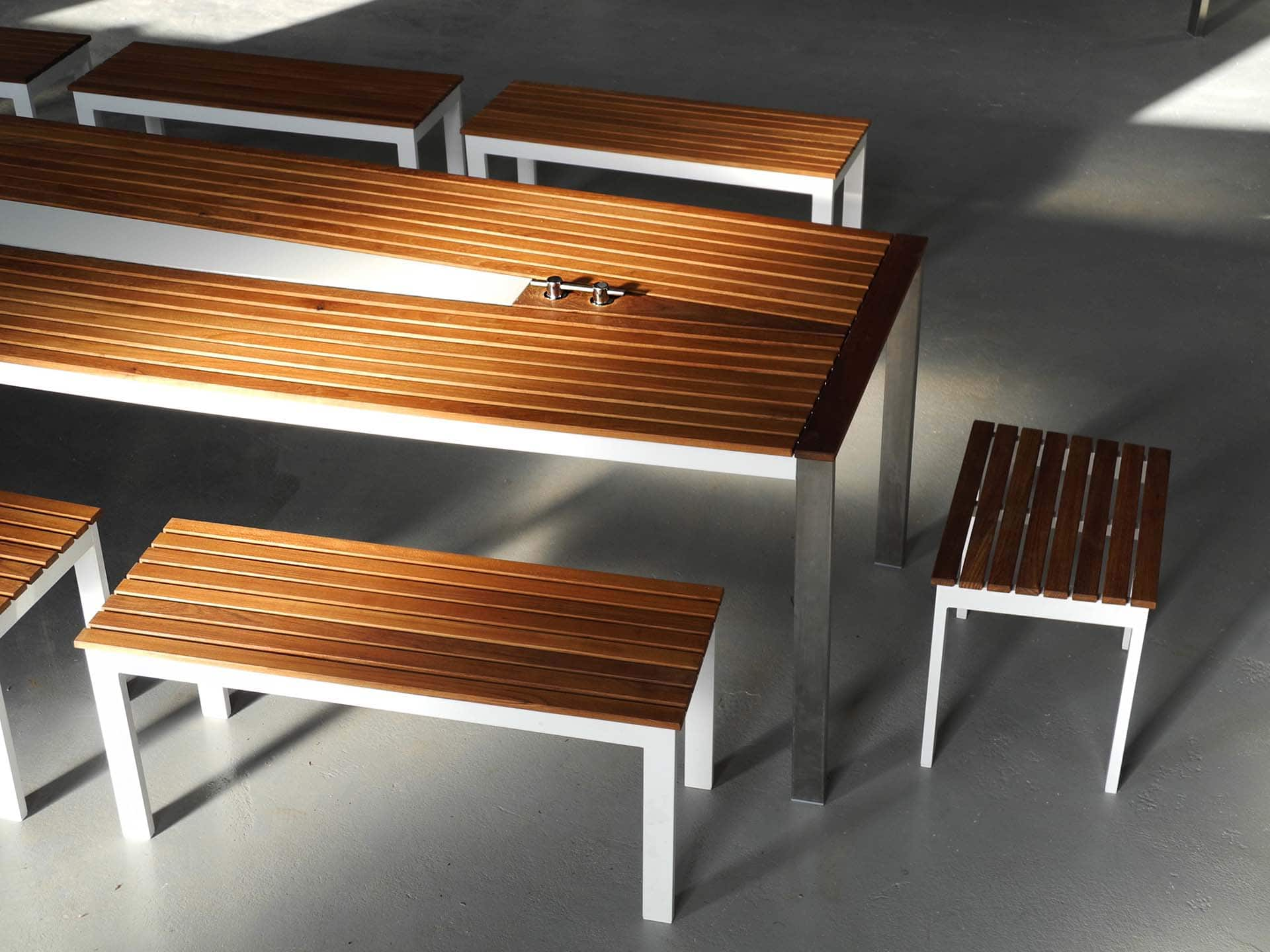 Design Tisch Sealine Nummer 6 aus Metall Holz by Sebastian Bohry timeless design