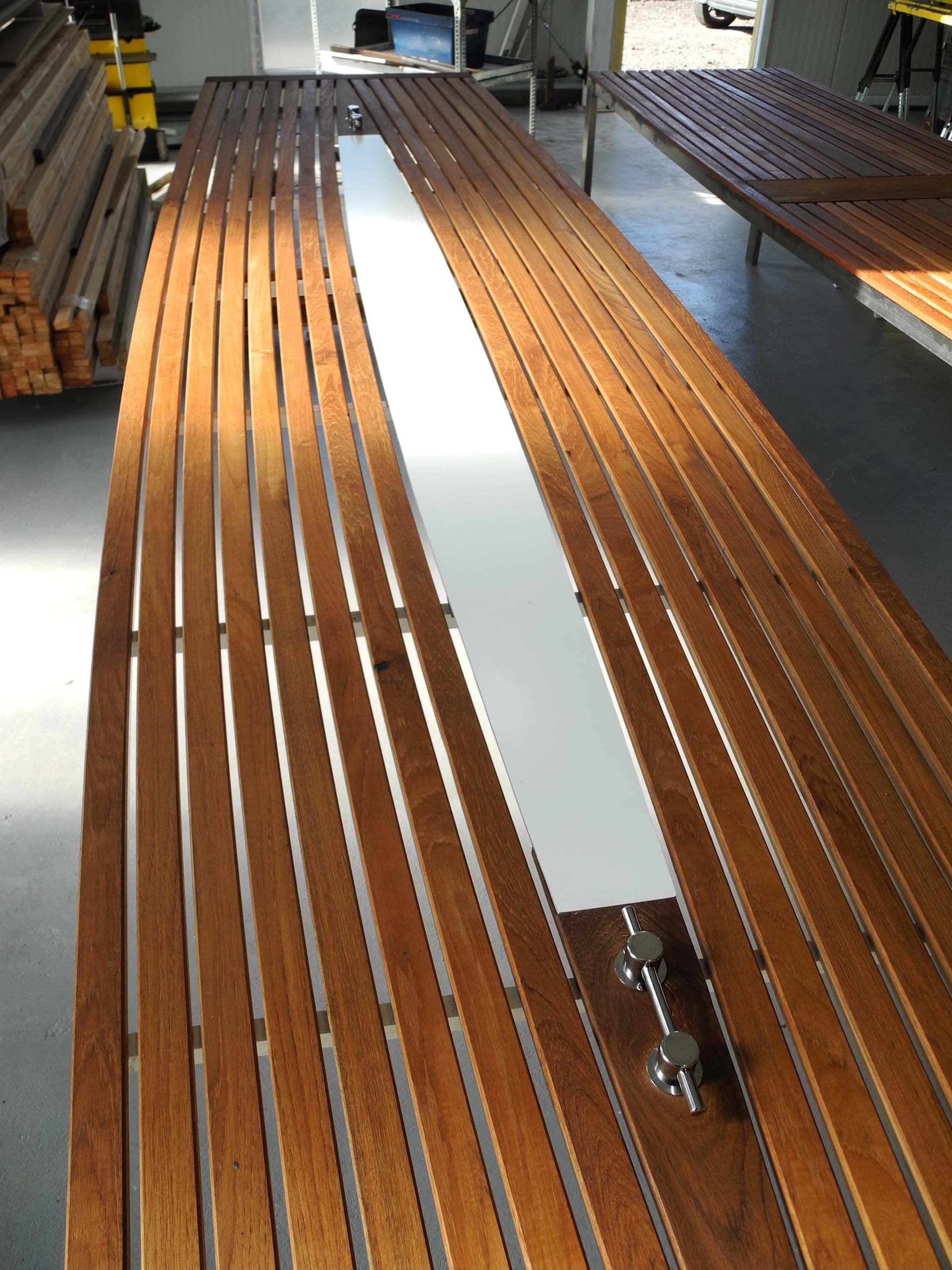Design Tisch Sealine Nummer 6 aus Teak-Holz Metall Edelstahl by Sebastian Bohry